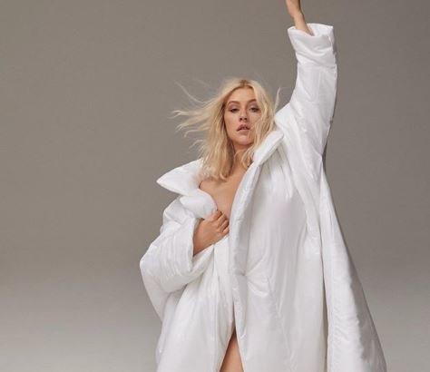 Η Κριστίνα Αγκιλέρα μάς ενημερώνει ότι δεν θα ξαναβγεί με διάσημο του Χόλιγουντ