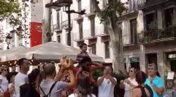 Que faire quand un petit enfant perd ses parents en pleine rue? La réponse géniale des habitants de Barcelone