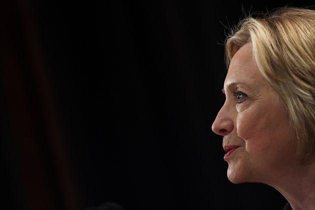 Η Χίλαρι Κλίντον δημοσιεύει την αγανάκτησή