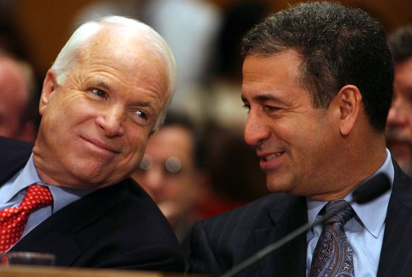 "Feingold, a Democrat who served in the Senate from 1993 to 2011, recalled McCain in a <a href=""https://www.nytimes.com/2018/0"