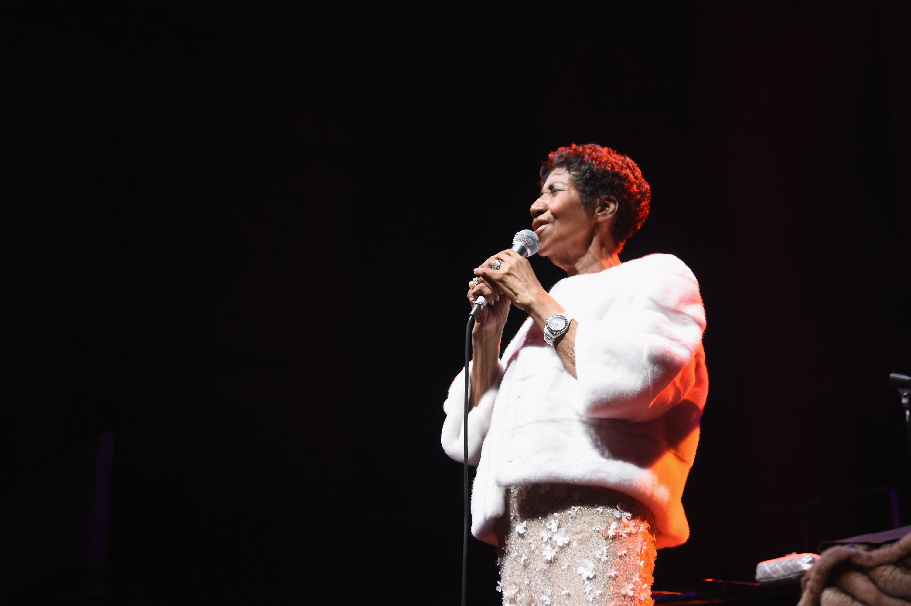 NEW YORK, NY - NOVEMBER 07:  Aretha Franklin performs onstage at the Elton John AIDS Foundation Commemorates Its 25th Year And Honors Founder Sir Elton John During New York Fall Gala at Cathedral of St. John the Divine on November 7, 2017 in New York City.  (Photo by Nicholas Hunt/WireImage)