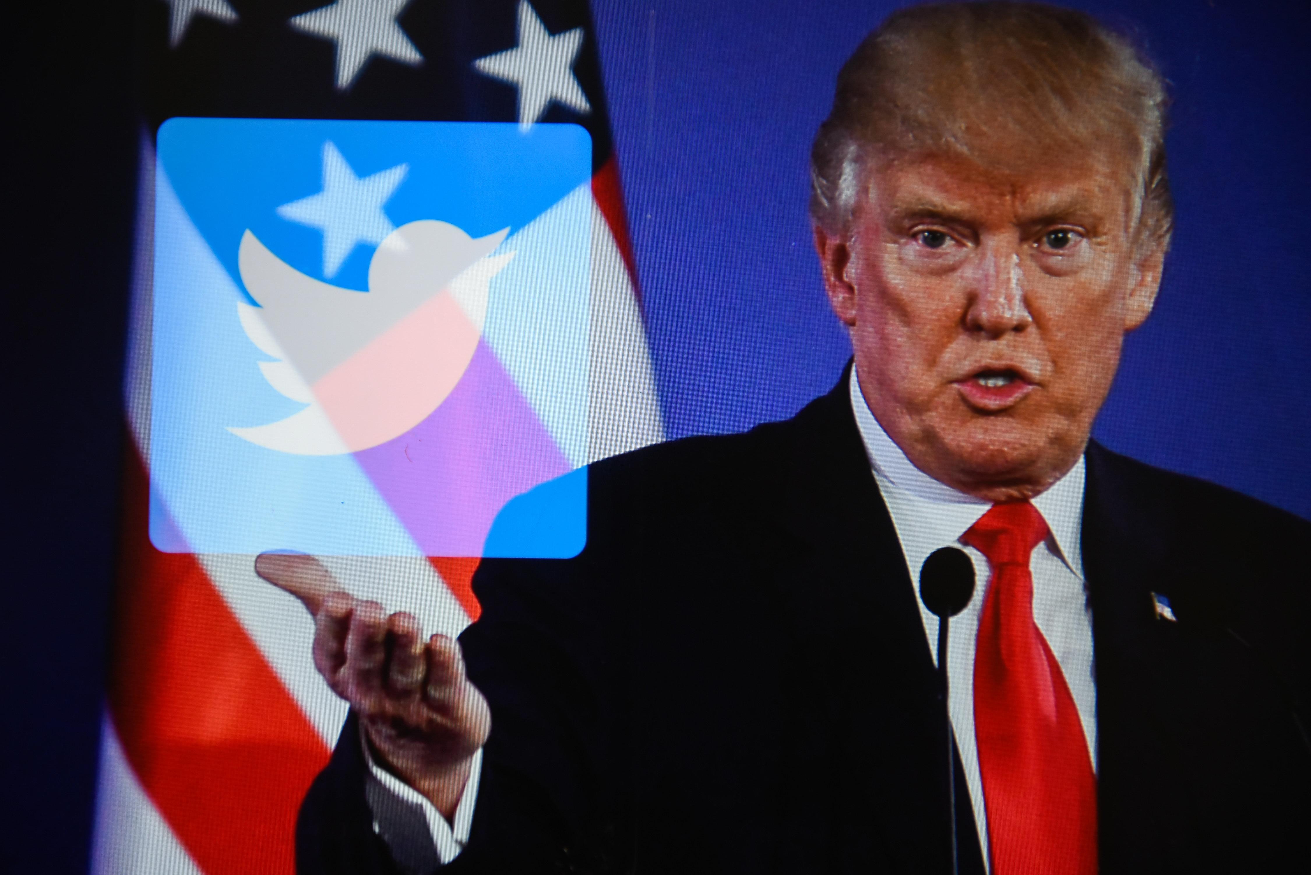 Ο Τραμπ σε ρόλο Δον Κιχώτη: «Google, Facebook, Twitter θέλουν να φιμώσουν ένα κομμάτι του