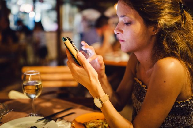 8e5232bdbf89 How To Tell Your Friends To Put Their Phone Away And Give You Some ...