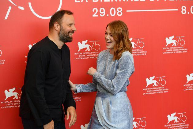 Η άφιξη της Έμμα Στόουν μαζί με τον Γιώργο Λάνθιμο στο Φεστιβάλ