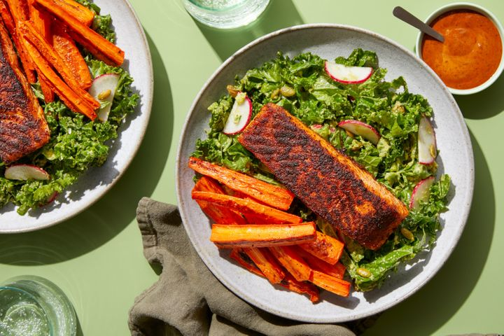"A tasty <a href=""https://coupons.huffpost.com/blue-apron"" target=""_blank"" rel=""noopener noreferrer"">Blue Apron Whole30</a> meal of spice-crusted salmon and carrot fries with avocado-kale salad and chipotle dipping sauce."