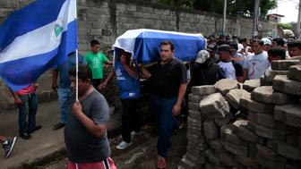 Relatives and friends carry the casket of Jose Esteban Sevilla Medina, who died during clashes with pro-government supporters in Monimbo, Nicaragua July 16, 2018. REUTERS/Oswaldo Rivas