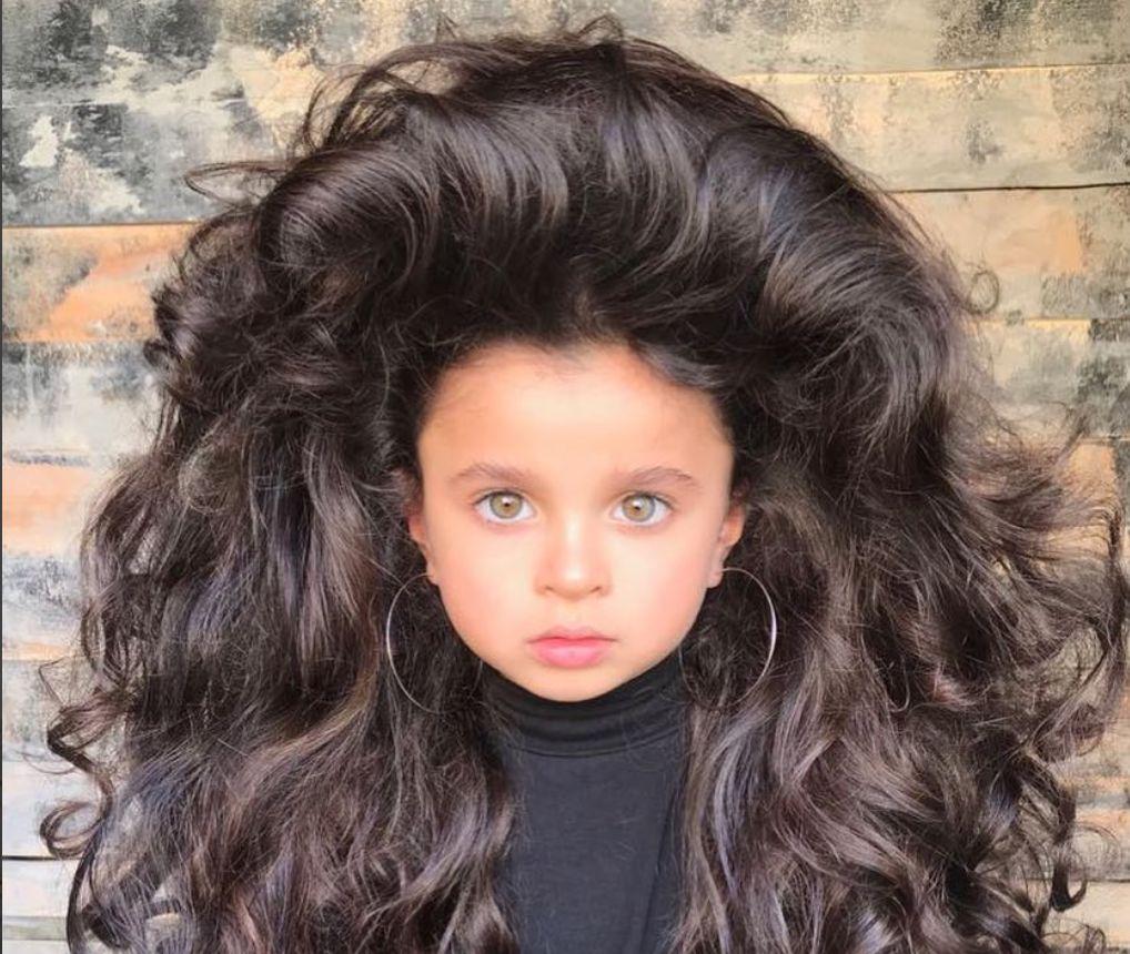 Diese Fünfjährige soll die schönsten Haare der Welt haben – doch es hagelt viel