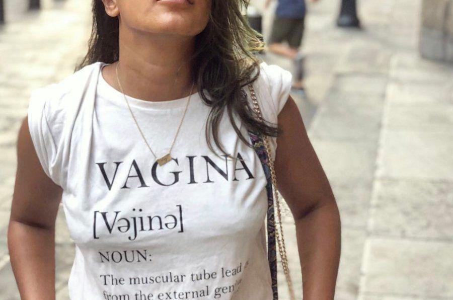 여성 배우가 '버자이너'라고 적힌 티셔츠를 입었고, 남성 유저들이 광분했다