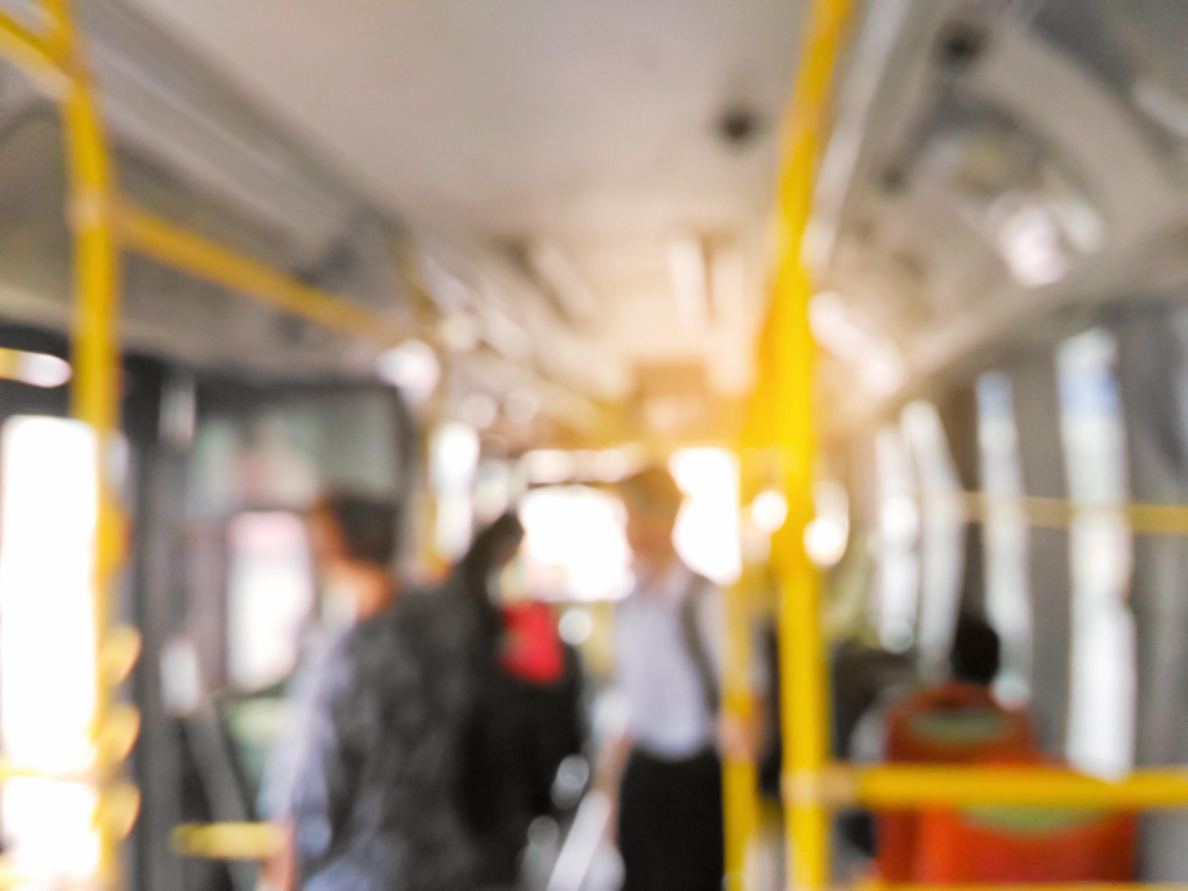 Mädchen im Bus fühlen sich durch 12-Jährige mit Behinderung belästigt – dann postet ihr Vater emotionalen