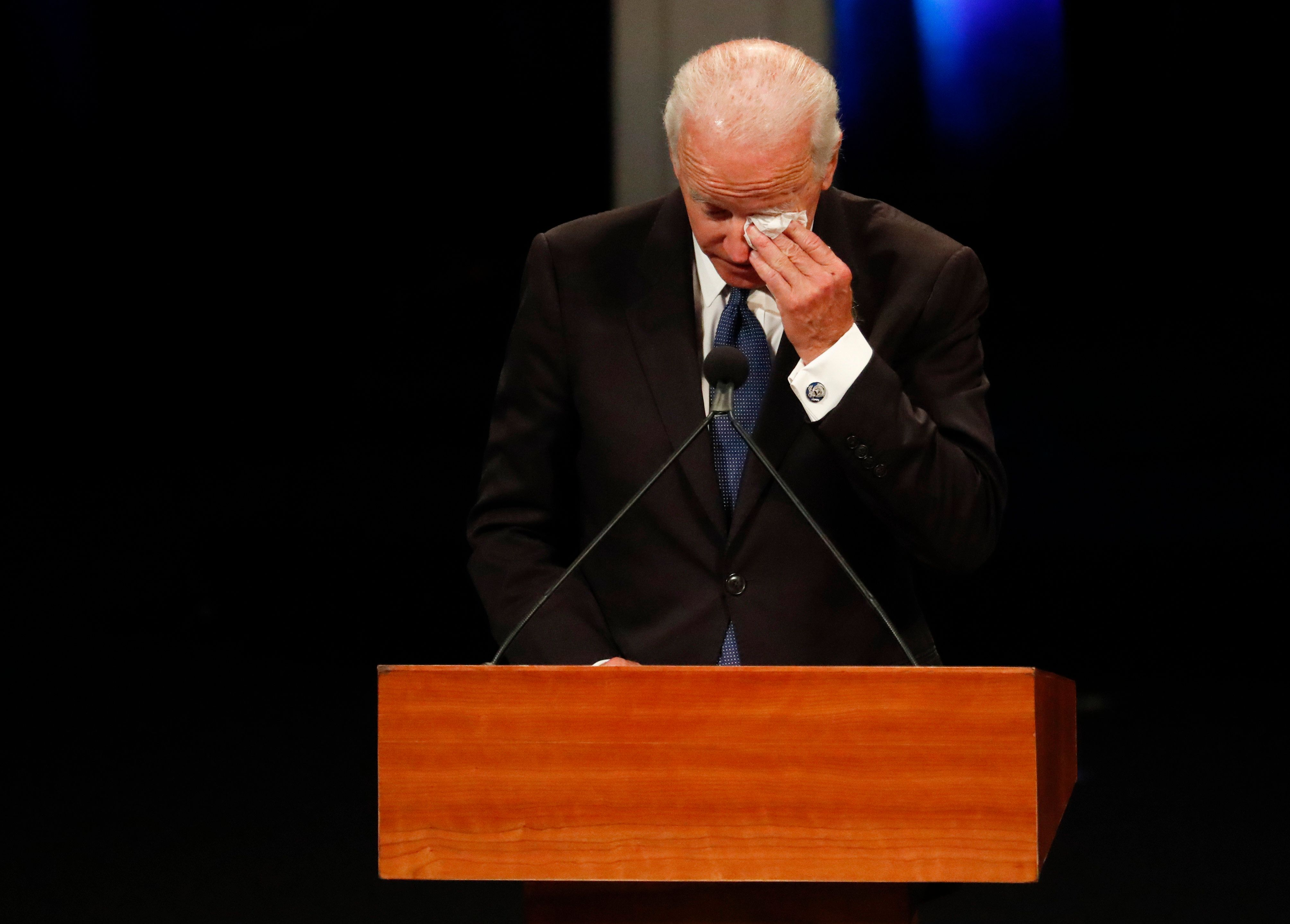 미국을 숙연하게 만든 조 바이든의 존 매케인 추도사의 명장면들