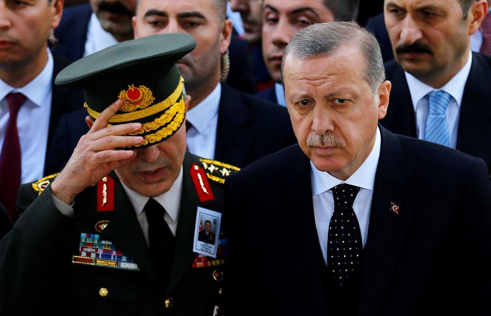 Verteidigungsminister Akar und Präsident