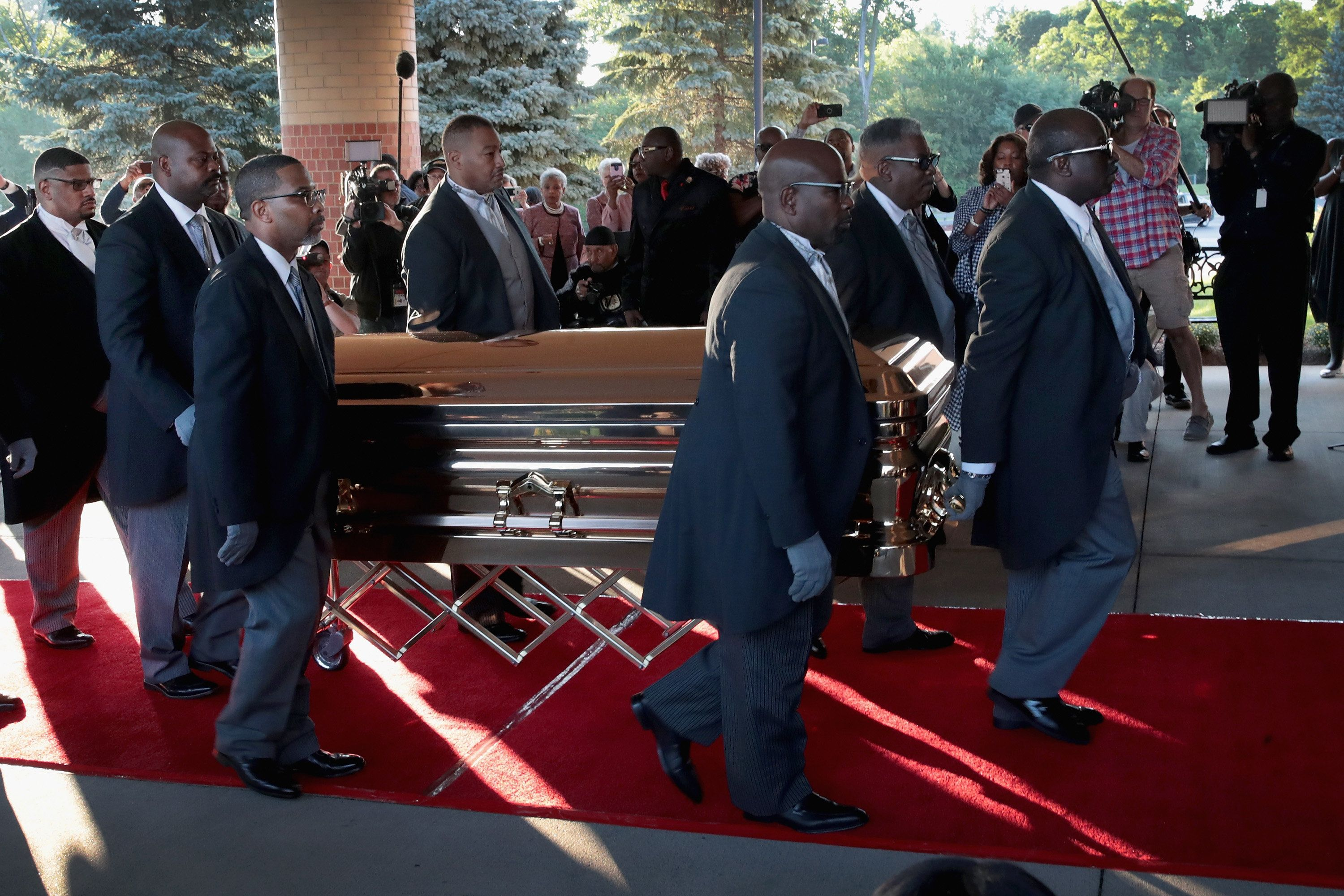 Mourners say farewell to Aretha Franklin, star who touched souls
