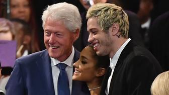 Former US President Bill Clinton takes a picture with singer Ariana Grande and her fiancee Pete Davidson at Aretha Franklin's funeral at Greater Grace Temple on August 31, 2018 in Detroit, Michigan. (Photo by Angela Weiss / AFP)        (Photo credit should read ANGELA WEISS/AFP/Getty Images)