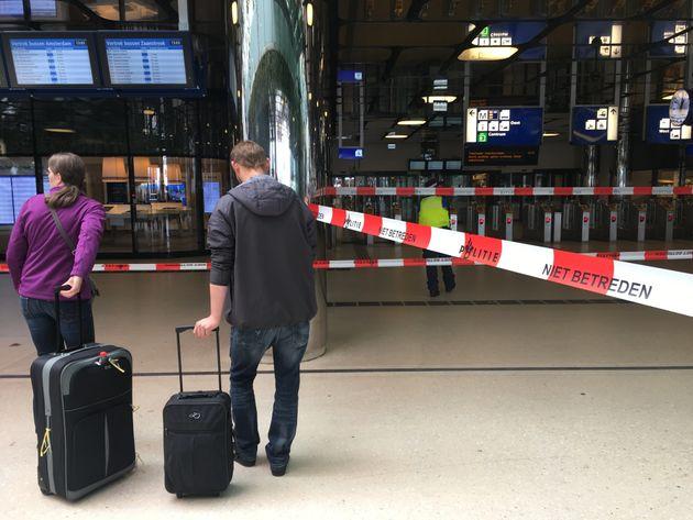 Attaque au couteau à la gare d'Amsterdam, la police tire sur l'assaillant