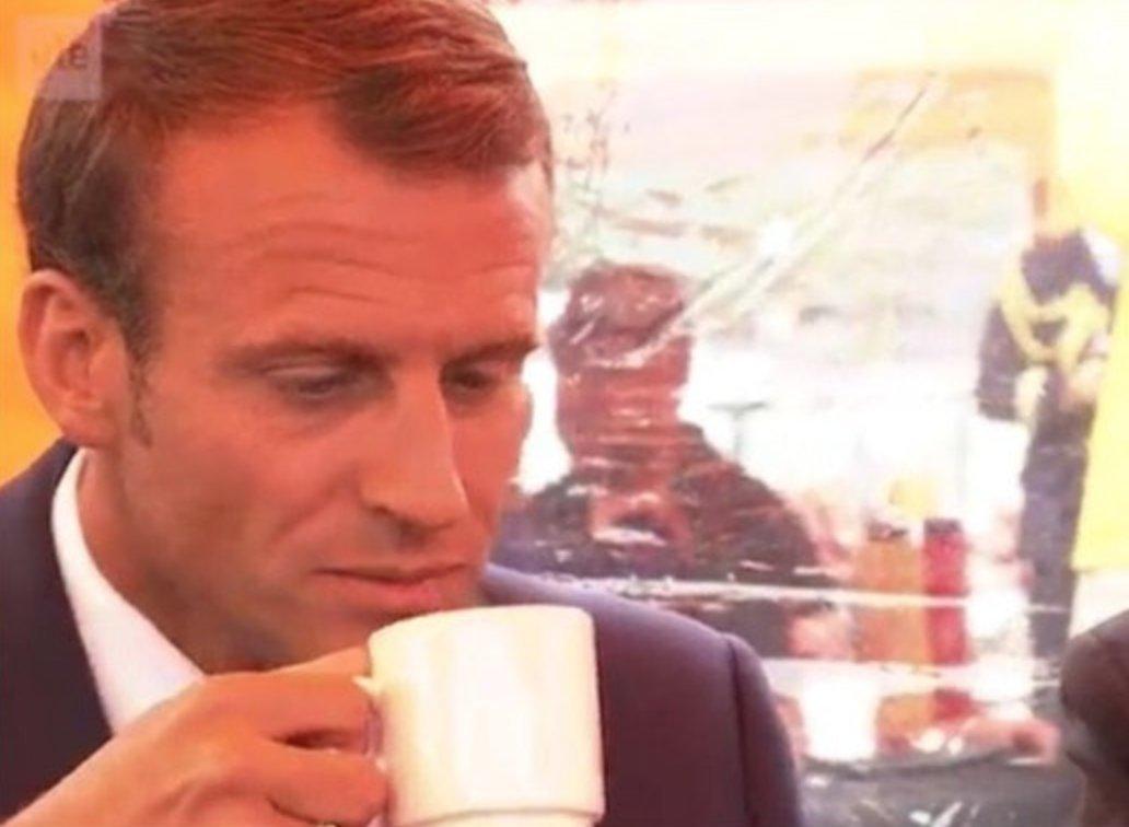 La tête d'Emmanuel Macron après avoir bu du café finlandais n'est pas passée