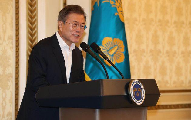 문재인 대통령이 1일 오전 청와대 영빈관에서 열린 '당·정·청 전원회의'에서 인사말을 하고 있다.