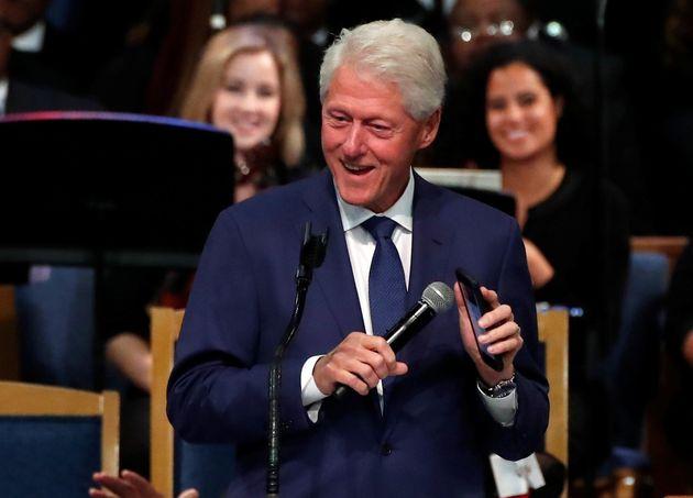 Μπιλ Κλίντον, Αριάνα Γκράντε και Στίβι Γουόντερ στην κηδεία της Αρίθα