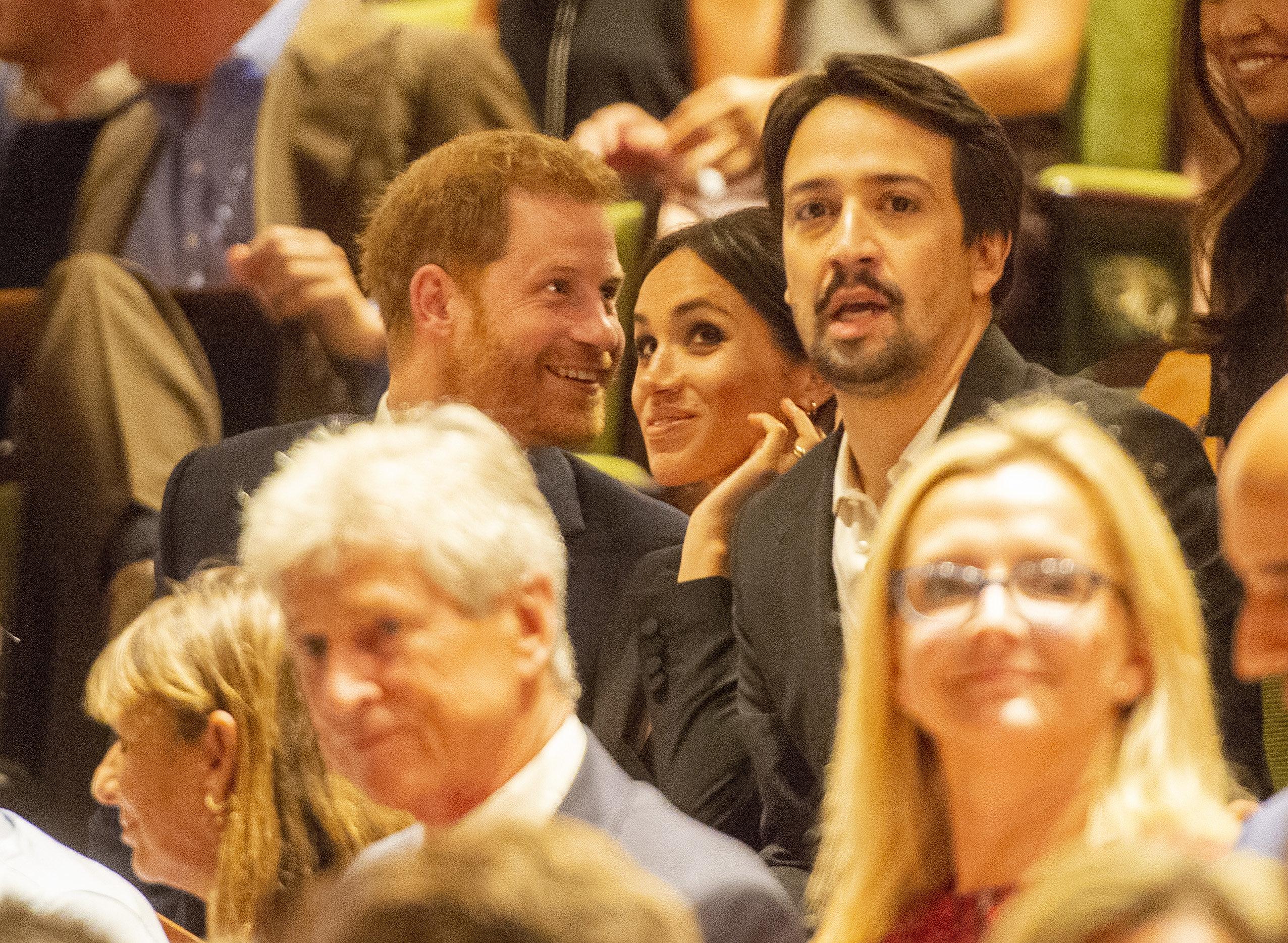Herzogin Meghan und Prinz Harry bei einem Besuch beim Musical