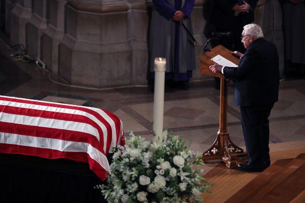 Ομπάμα, Μπους και Κλίντον στο «Υστατο χαίρε» του Τζον