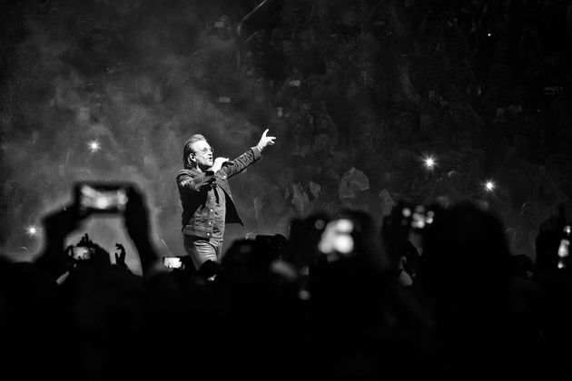 Οι U2 διέκοψαν τη συναυλία τους στο Βερολίνο επειδή ο Μπόνο έχασε τη φωνή