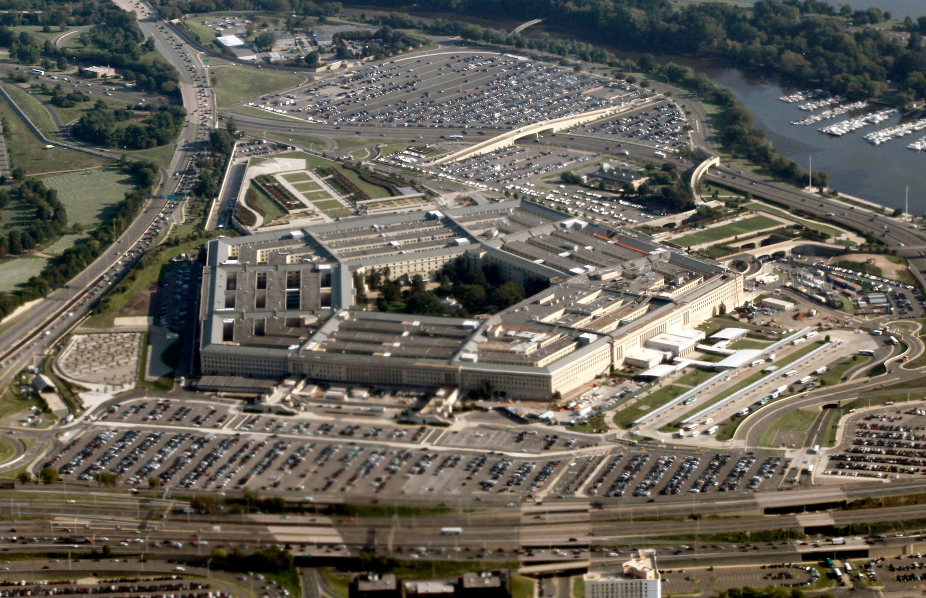 An aerial view of the Pentagon in Washington August 31, 2010.    REUTERS/Jason Reed   (UNITED STATES - Tags: MILITARY POLITICS)