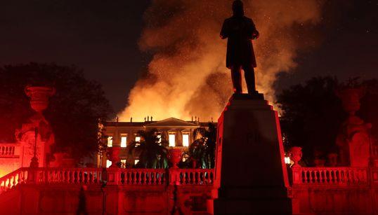 «Χάθηκαν 200 χρόνια...» σε μια νύχτα. Καταστροφική φωτιά στο Εθνικό Μουσείο του Ρίο ντε Τζανέιρο με τα 20εκατ