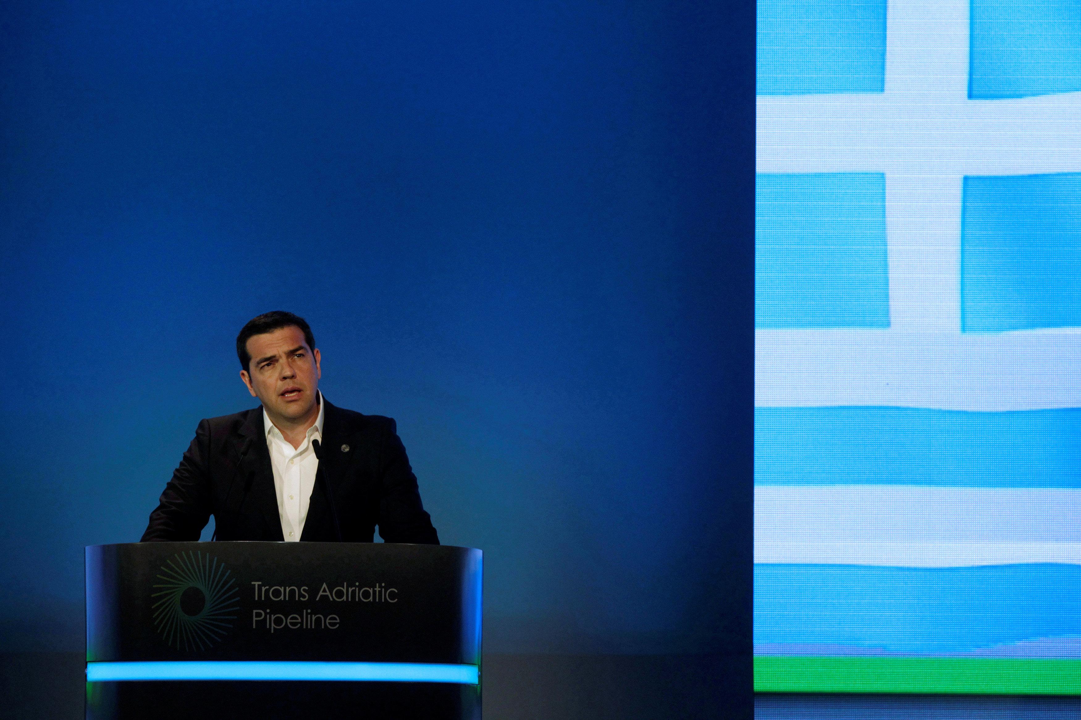 Η δύσκολη ισορροπία της κυβέρνησης μεταξύ των δεσμεύσεων προς τους δανειστές και των εξαγγελιών Τσίπρα στη