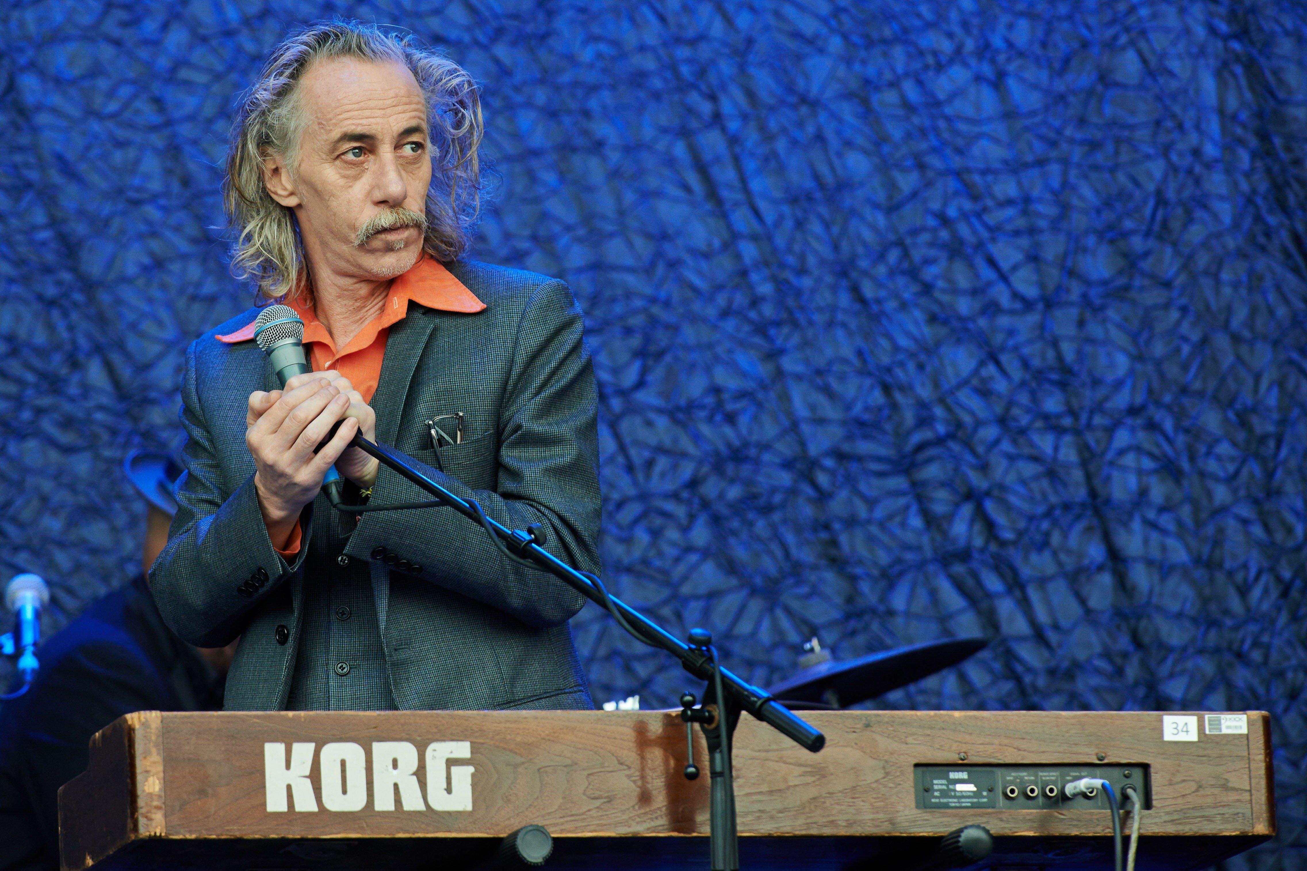 Πέθανε ο Κόνγουει Σάβατζ, ο πιανίστας των Nick Cave & The Bad Seeds σε ηλικία 58
