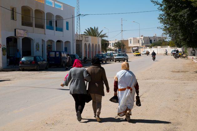 Pour 29% des Tunisiens, la Tunisie n'est pas une démocratie selon un sondage de l'Institut One to One...