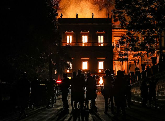 Θρήνος, οργή και ερωτηματικά μετά την ανυπολόγιστη καταστροφή στο Εθνικό Μουσείο του