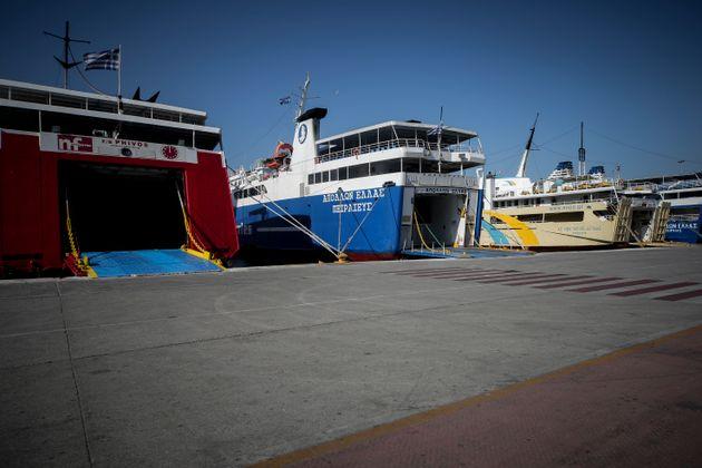 Αναστολή απεργίας της ΠΝΟ. Άμεσα ξεκινούν τα δρομολόγια για τα πλοία της