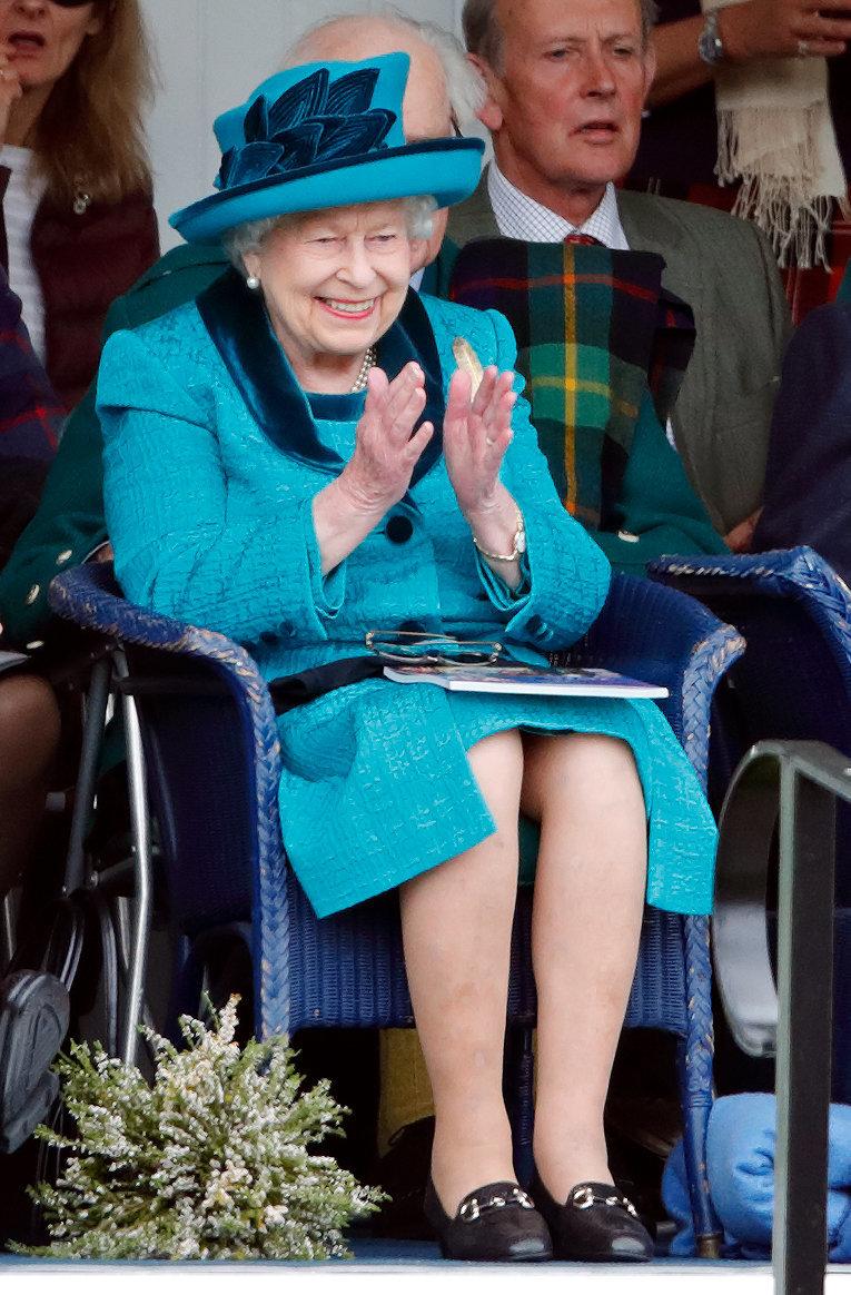 So ausgelassen sieht man Queen Elizabeth II. selten – Video zeigt sie bei ungewöhnlichem Hobby