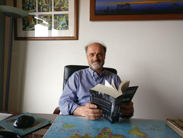 Πόσα βιβλία διαβάζουν οι Έλληνες τον χρόνο. Ο Νώντας Παπαγεωργίου (Μεταίχμιο) στη HuffPost