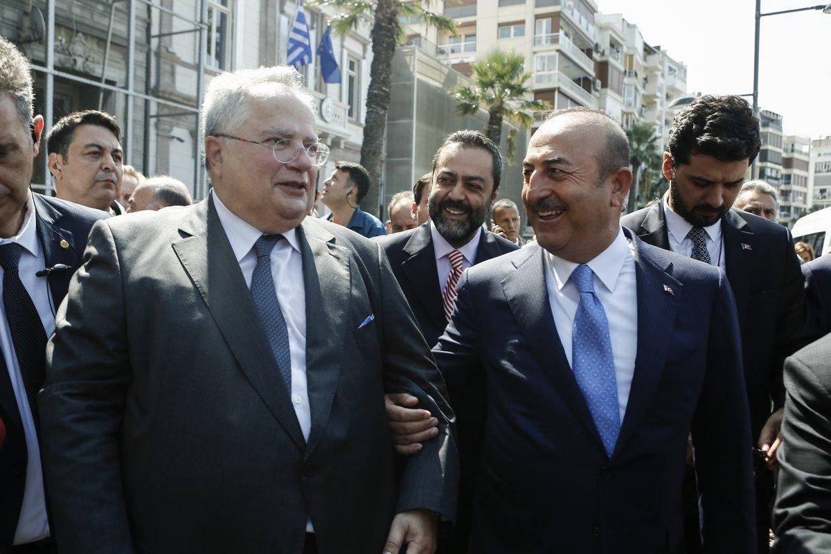 Η έμμεση αναφορά Τσαβούσογλου στους «8» Τούρκους αξιωματικούς και η απάντηση