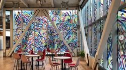 Une fresque géante de l'artiste tunisien Nja Mahdaoui au siège de