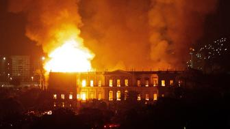 A massive fire engulfs the National Museum in Rio de Janeiro, one of Brazil's oldest, on September 2, 2018. - The cause of the fire was not yet known, according to local media. (Photo by STR / AFP)        (Photo credit should read STR/AFP/Getty Images)