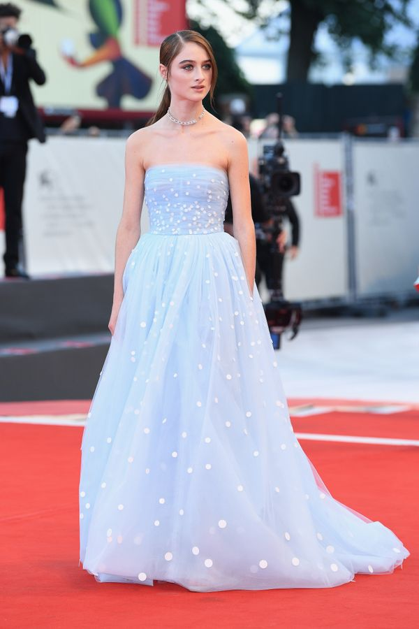 The actress walks the red carpet atthe