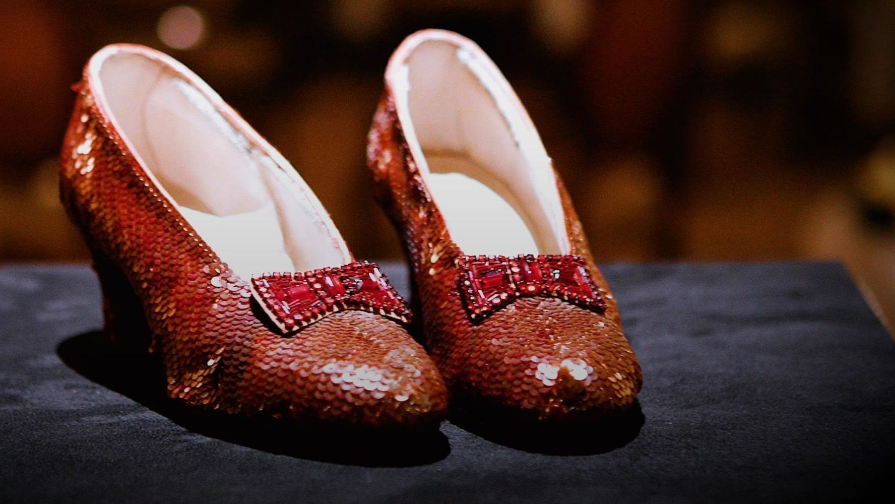 dorothys ruby slippers - HD 1774×1000