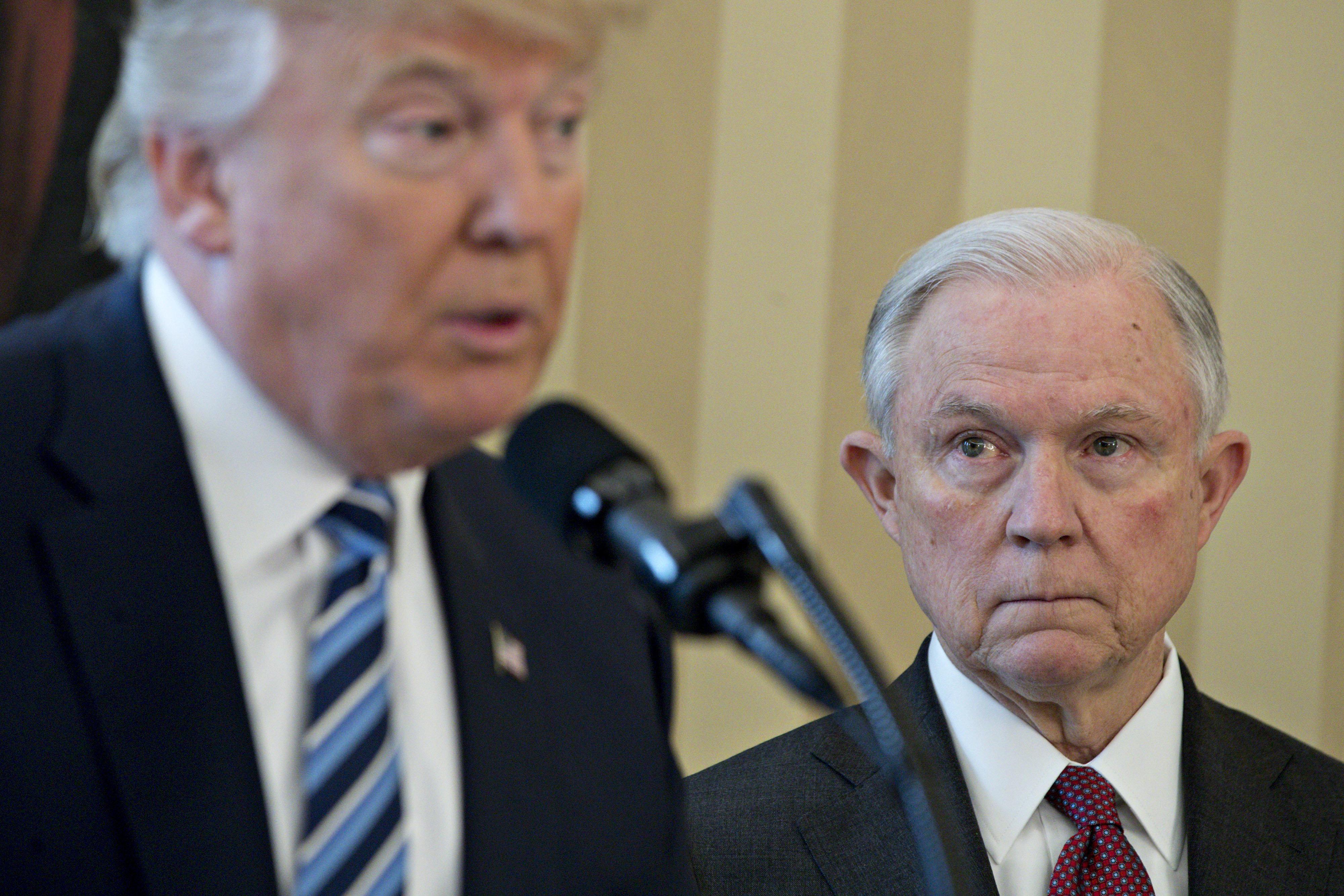 트럼프는 '법에 따라' 일을 처리한 법무장관을 공격하고