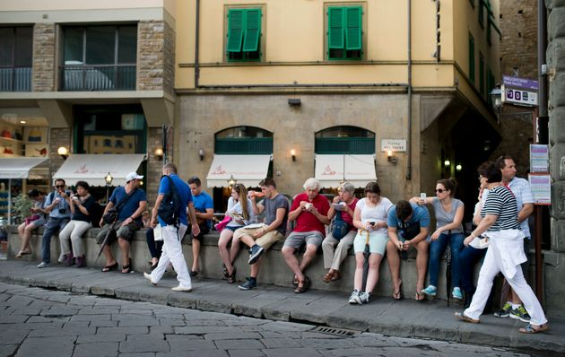 Florence Tourists Face Fines of €500 For Snacking In The