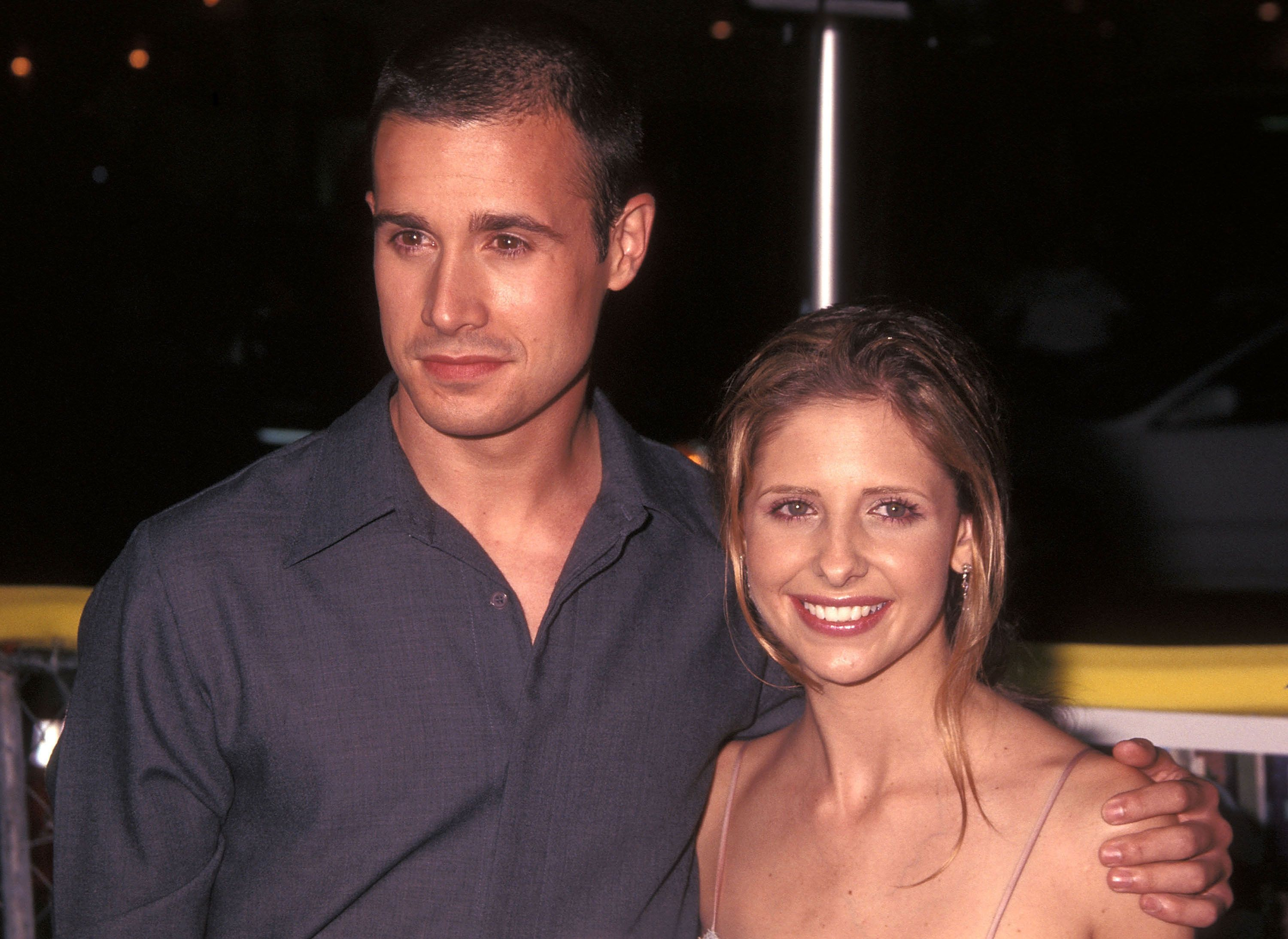 Actor Freddie Prinze, Jr. and actress Sarah Michelle Gellar attend the 'Summer Catch' Westwood Premiere on August 22, 2001 at Mann Village Theatre in Westwood, California.