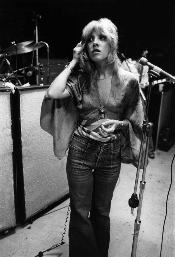 The singer in the recording studio in 1975.