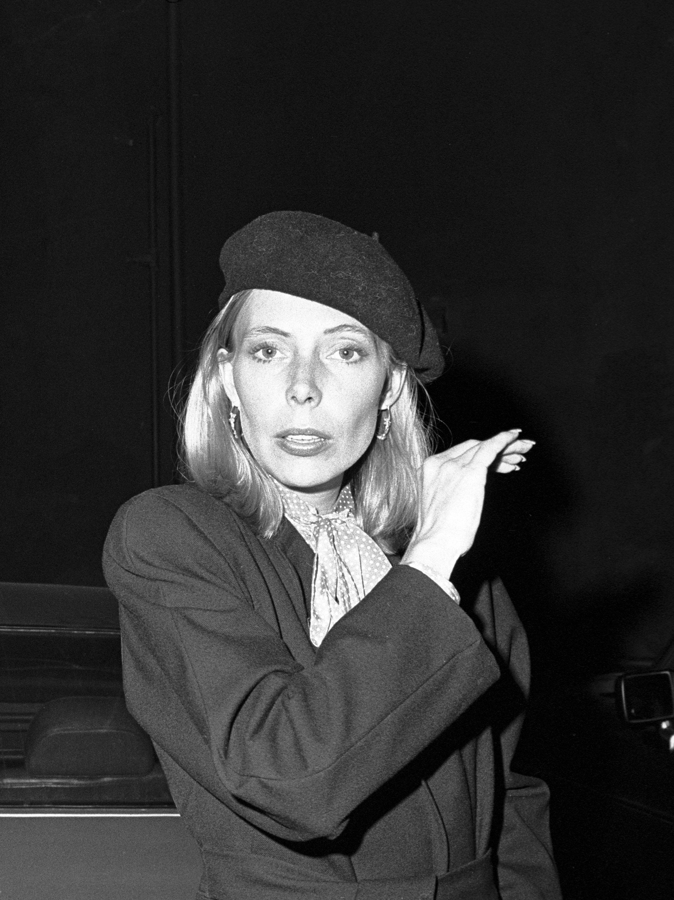 UNSPECIFIED - OCTOBER 17:  Photo of Joni Mitchell.  (Photo by Michael Ochs Archives/Getty Images)