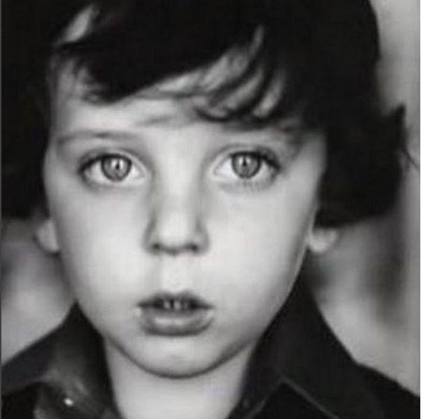 """Ce petit garçon au succès planétaire a un message pour """"les enfants marocains qui ont un"""