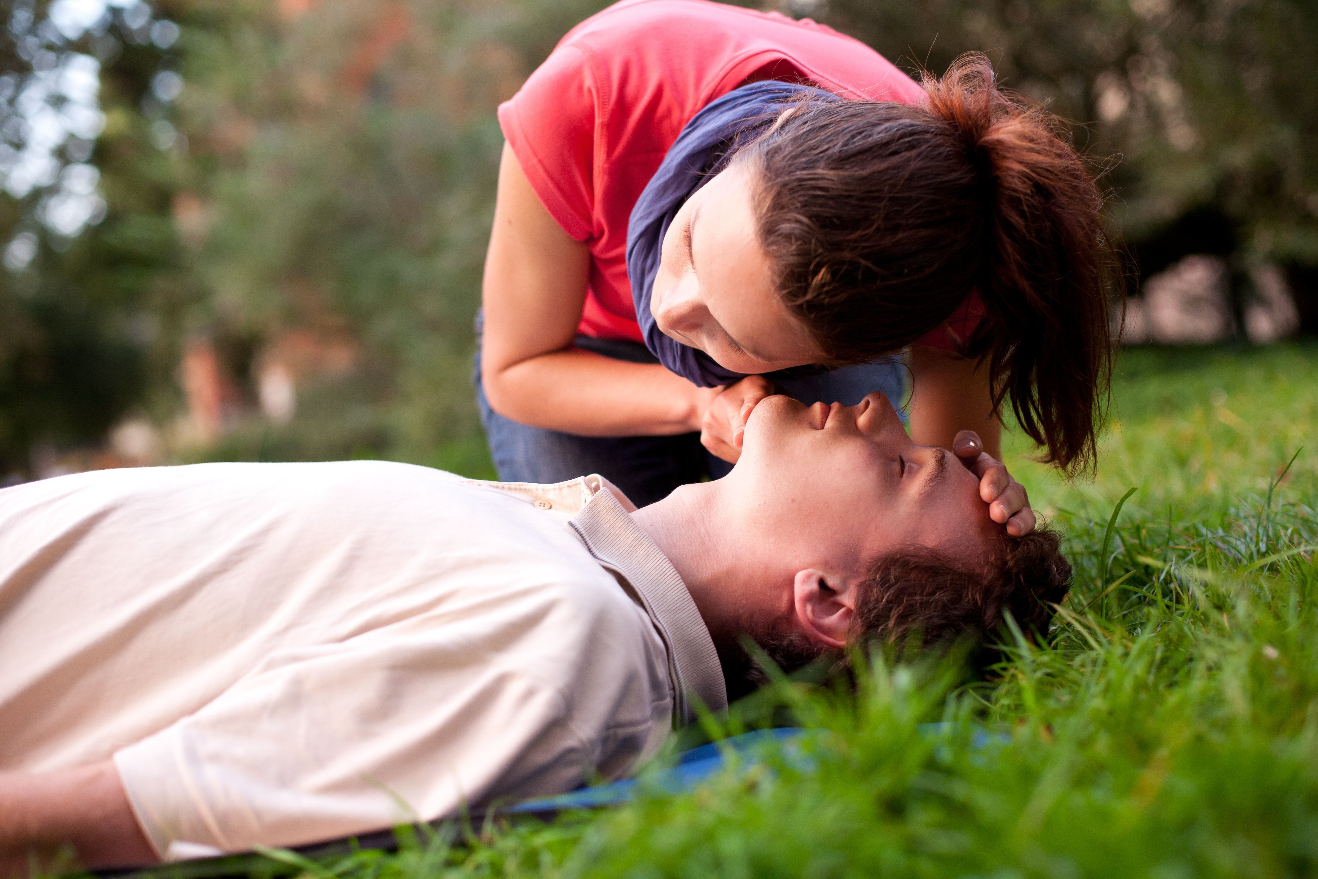 If You Don't Know First Aid, Here Are 5 Tips For Saving Someone's