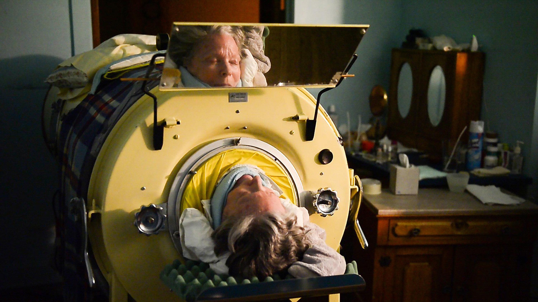 Frau schläft seit 36 Jahren in dieser Maschine – weil sie sonst