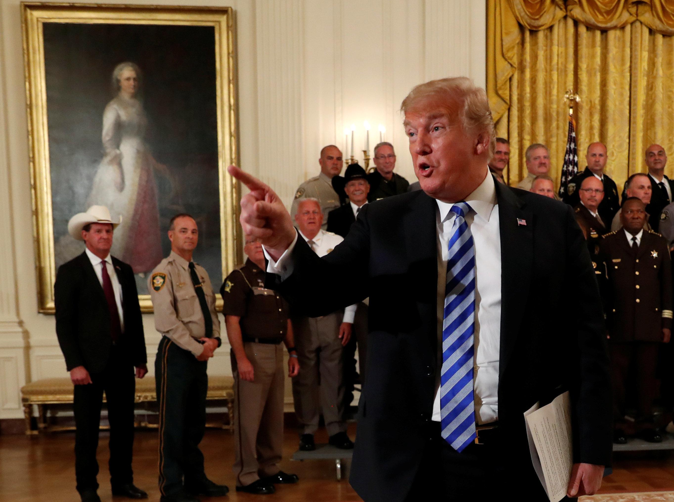 Trump explose de colère devant les caméras après la publication de la tribune anonyme du