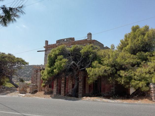 Το «Κοκκινόσπιτο» της Σύρου: Το στοιχειωμένο αρχοντικό με την...βαριά