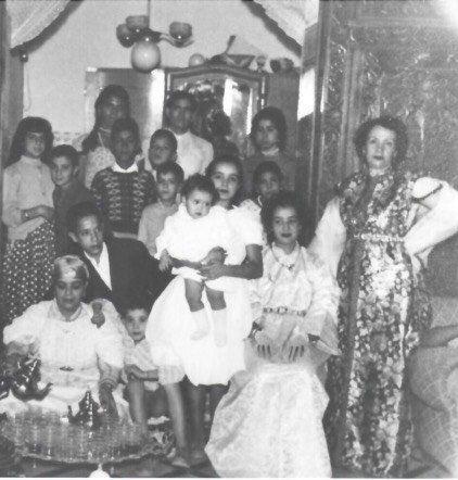 Photo de famille. Noureddine Ayouch est le deuxième à gauche, à partir du