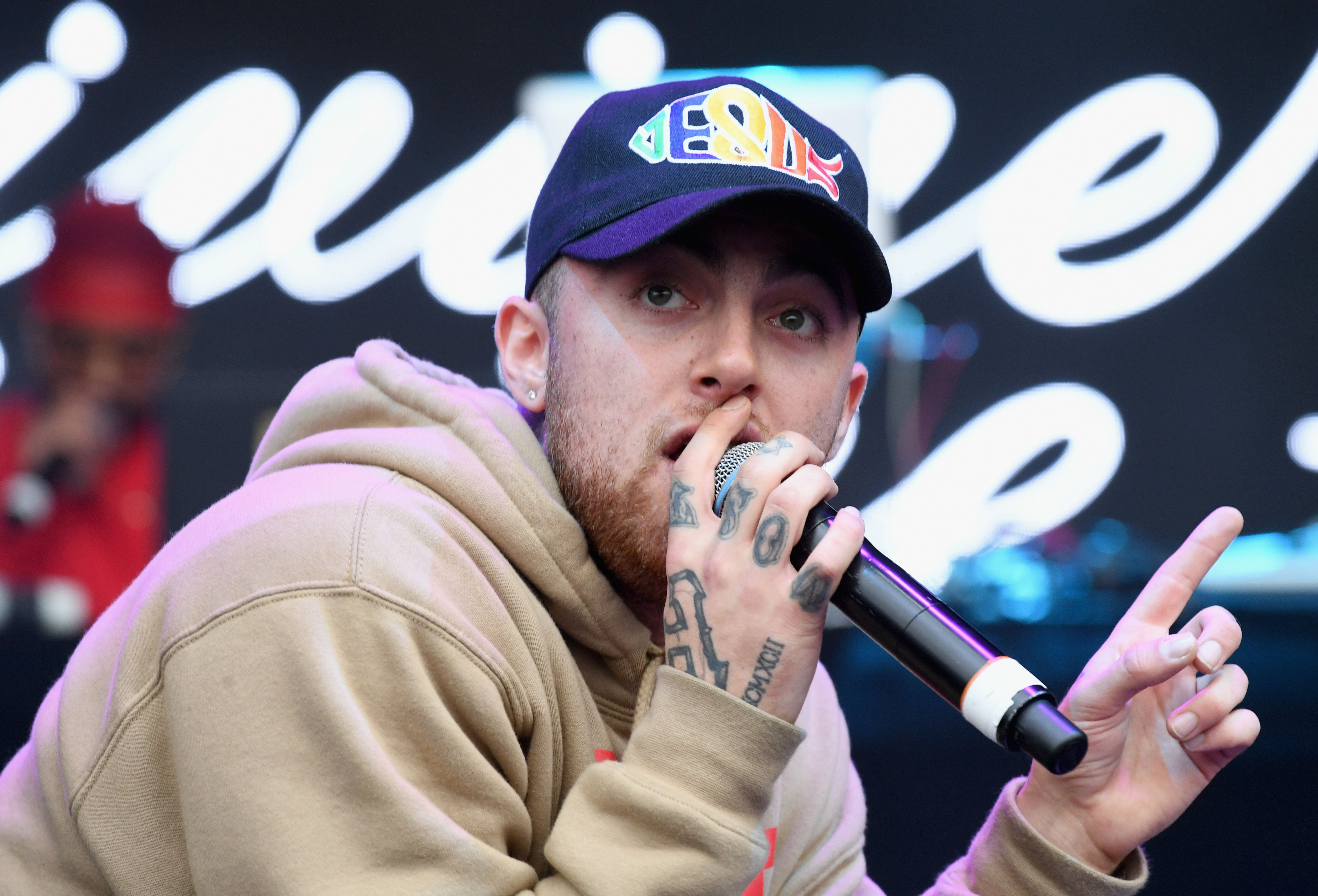 QUEENS, NY - OCTOBER 02:  Rapper Mac Miller performs onstage during The Meadows Music & Arts Festival Day 2 on October 2, 2016 in Queens, New York.  (Photo by Jeff Kravitz/Getty Images for The Meadows)